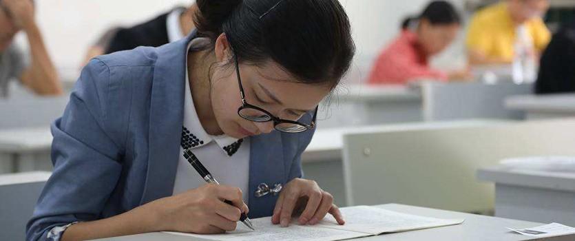 国家法律职业资格考试违纪处理办法公布 严重作弊者终身禁考