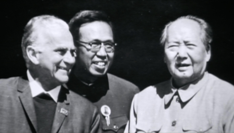 斯诺与毛泽东在天安门城楼.png